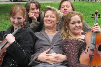 Gerrie Hondius met Aart, Irina, Suzanne en Maria. Varenka, Oerol 2017